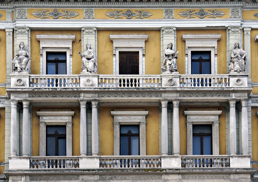 Le allegorie delle arti di palazzo Kalister a Trieste. (© Claudio Ernè/Comunicarte Edizioni)