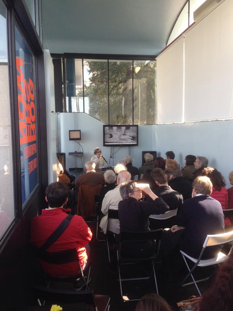 Un momento della conferenza di Serena Maffioletti a Stazione Rogers