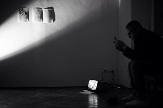 """Un momento di """"La notte"""" di Davide Maria Palusa a cura di Cizerouno, ZimmerFrei, Trieste 21 giugno 2014"""