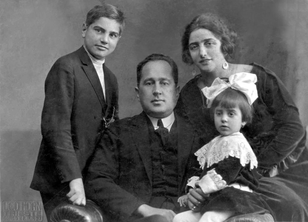 Fiore de Henriquez da bambina con i genitori e il fratello Diego, anni '20 del '900