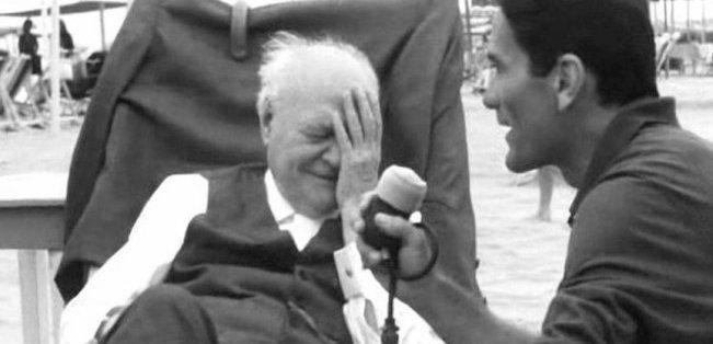 """Pasolini intervista il poeta Ungaretti durante le riprese di """"Comizi d'amore"""""""